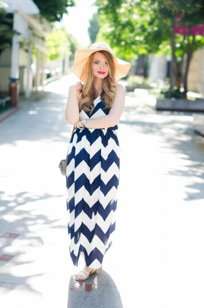 chevron-maxi-dress-white-blue-sun-hat-summer-outfit-fashion-pink-wish (7)
