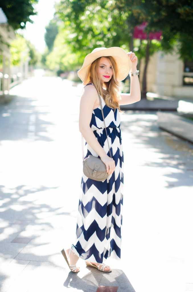 chevron-maxi-dress-white-blue-sun-hat-summer-outfit-fashion-pink-wish (8)