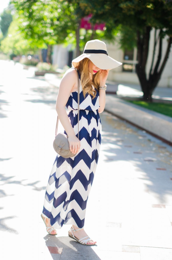 chevron-maxi-dress-white-blue-sun-hat-summer-outfit-fashion-pink-wish (9)