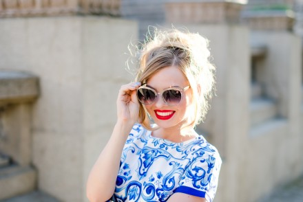 shein-blue-floral-dress-porcelain-retro-zerouv-sunglasses-9179-red-lipstick (20)