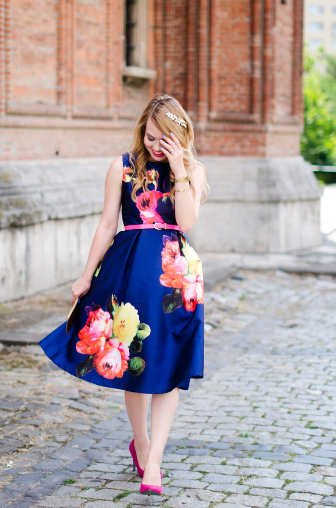 shein-blue-floral-midi-dress-pink-heels (2)
