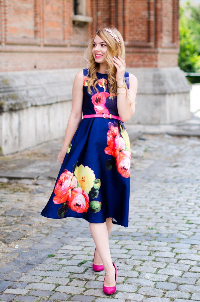 shein-blue-floral-midi-dress-pink-heels (3)