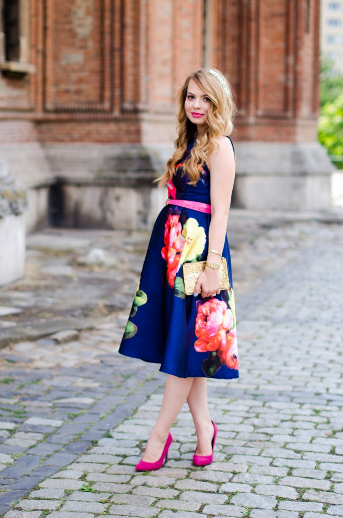 shein-blue-floral-midi-dress-pink-heels (4)