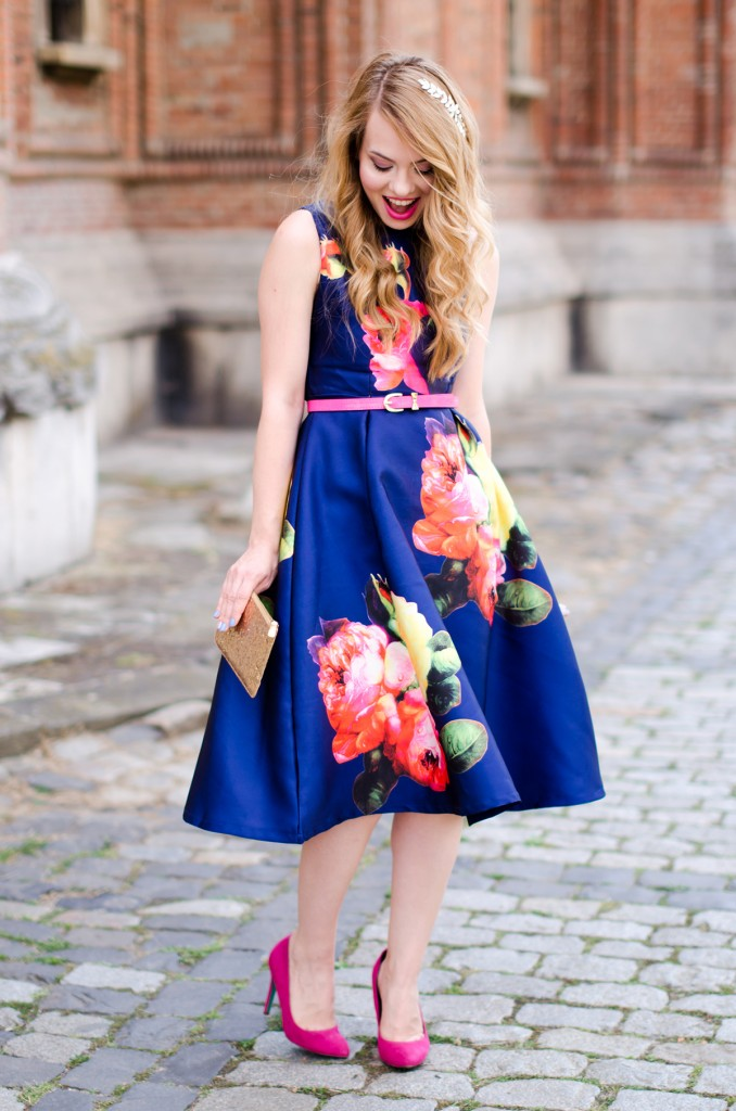 shein-blue-floral-midi-dress-pink-heels (7)