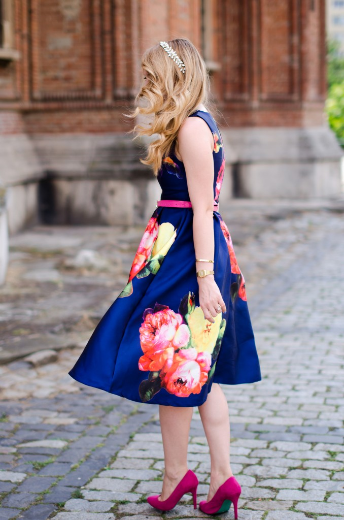 shein-blue-floral-midi-dress-pink-heels (8)