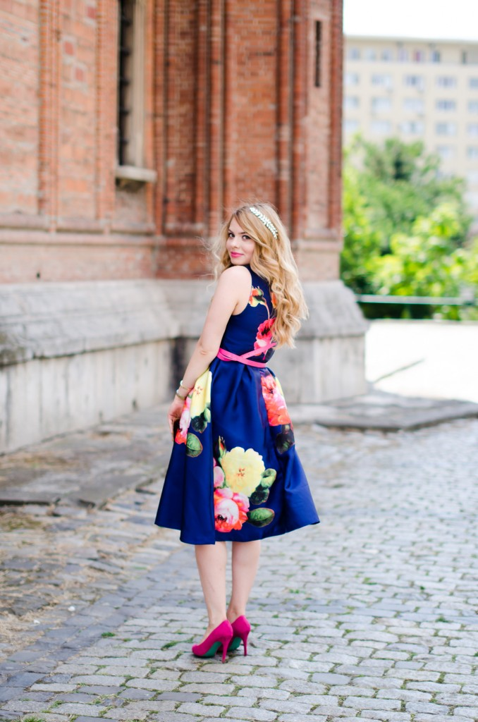 shein-blue-floral-midi-dress-pink-heels (9)