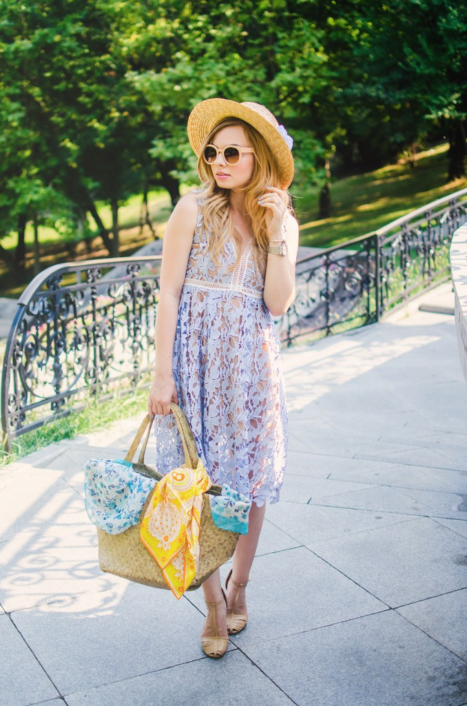 shein-blue-lace-dress-straw-hat-picnic-romantic-style-fashion-zerouv-sunglasses (10)