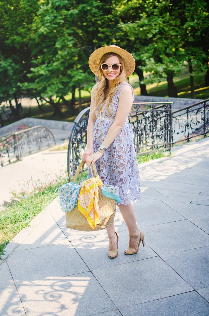 shein-blue-lace-dress-straw-hat-picnic-romantic-style-fashion-zerouv-sunglasses (11)