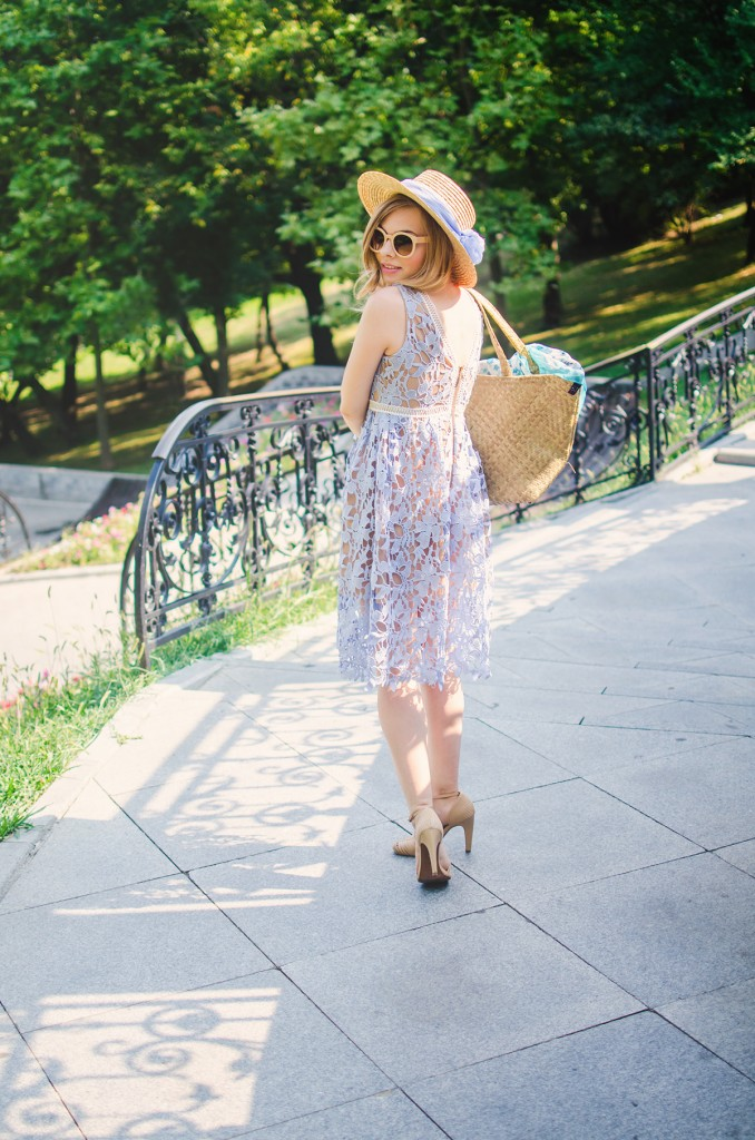 shein-blue-lace-dress-straw-hat-picnic-romantic-style-fashion-zerouv-sunglasses (12)