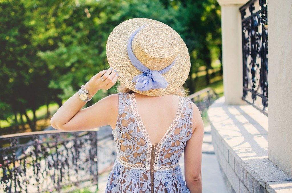 shein-blue-lace-dress-straw-hat-picnic-romantic-style-fashion-zerouv-sunglasses (13)