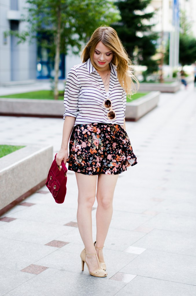 stradivarius-floral-skirt-striped-shirt-zerouv-sunglasses-outfit-fashion-zara-beige-sandals (4)