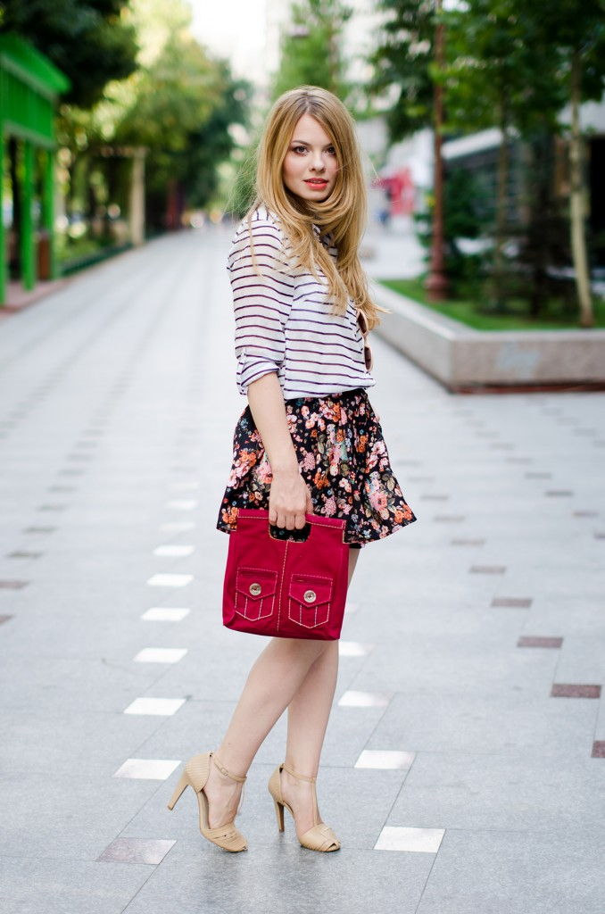 stradivarius-floral-skirt-striped-shirt-zerouv-sunglasses-outfit-fashion-zara-beige-sandals (6)