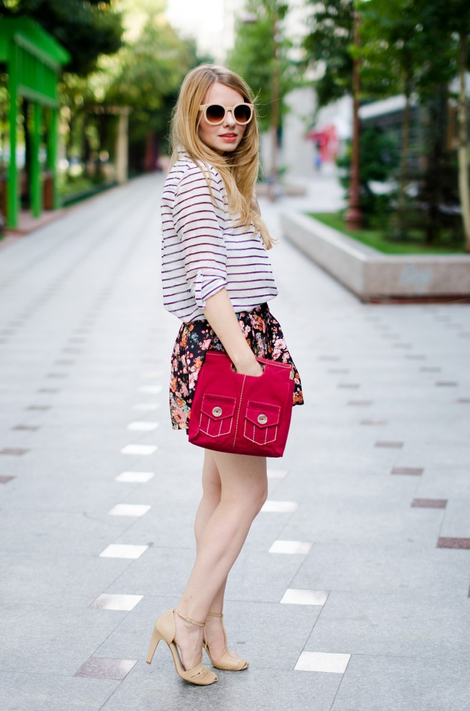 stradivarius-floral-skirt-striped-shirt-zerouv-sunglasses-outfit-fashion-zara-beige-sandals (7)