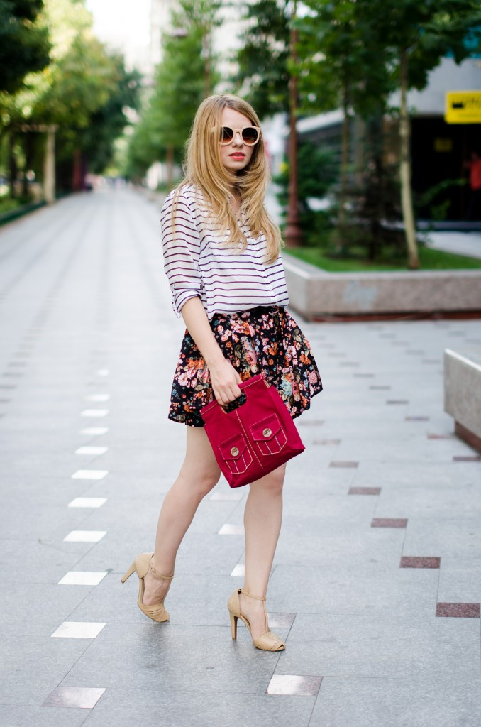 stradivarius-floral-skirt-striped-shirt-zerouv-sunglasses-outfit-fashion-zara-beige-sandals (8)