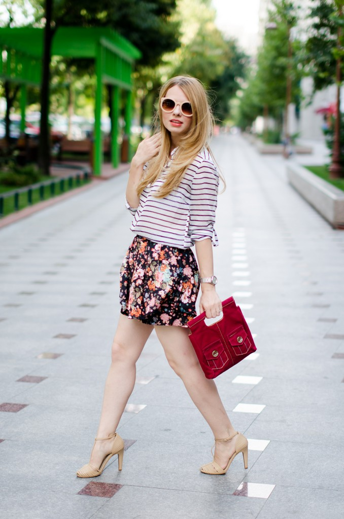 stradivarius-floral-skirt-striped-shirt-zerouv-sunglasses-outfit-fashion-zara-beige-sandals (9)