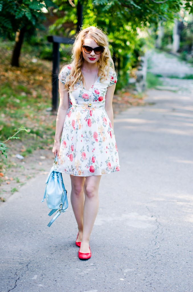 zara-floral-dress-zaful-baby-blue-backpack-zerouv-cateye-sunglasses-red-flats (11)