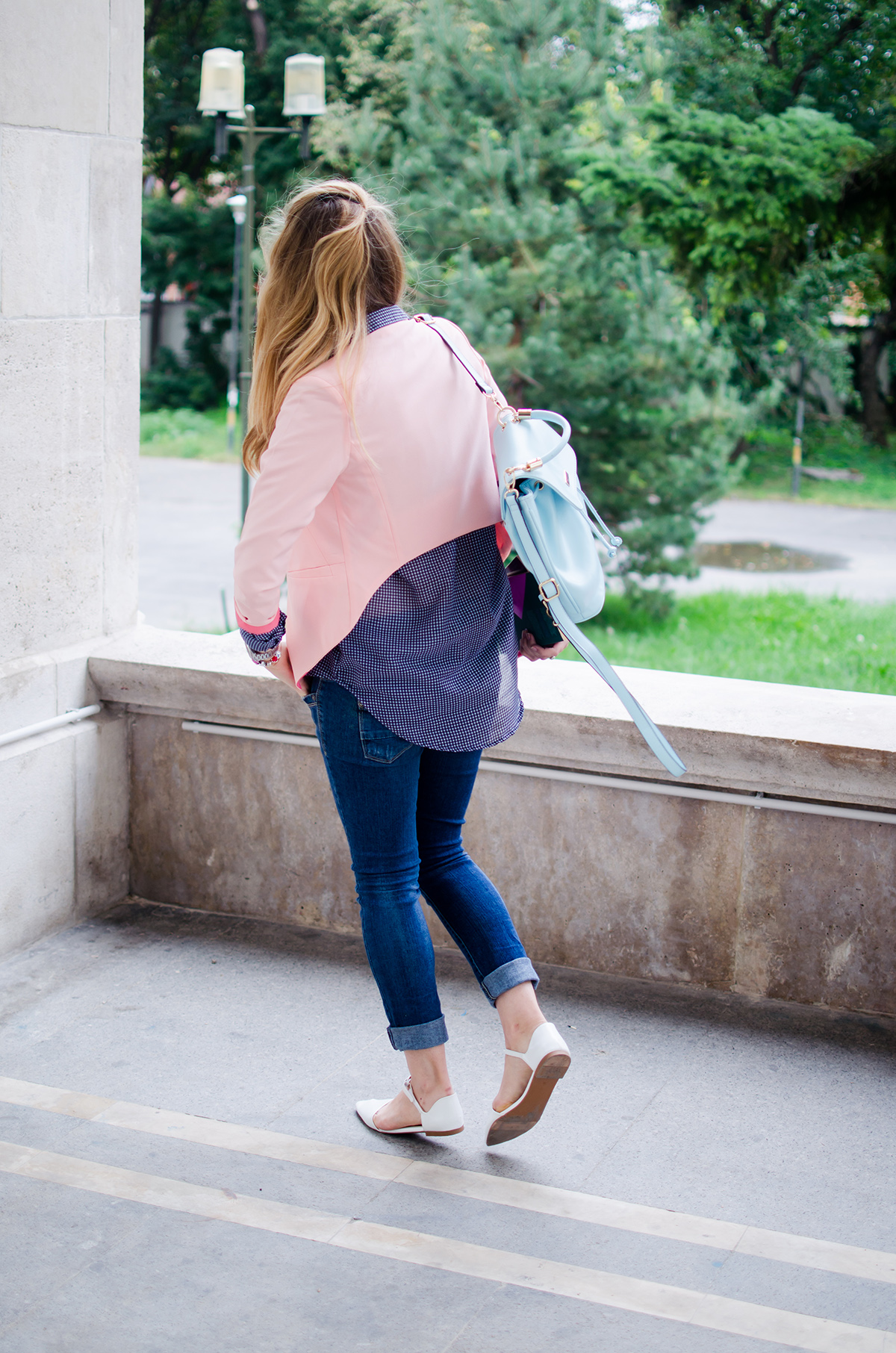 pink-blazer-skinny-jeans-white-pointed-flats-blue-backback-back-to-college (6)