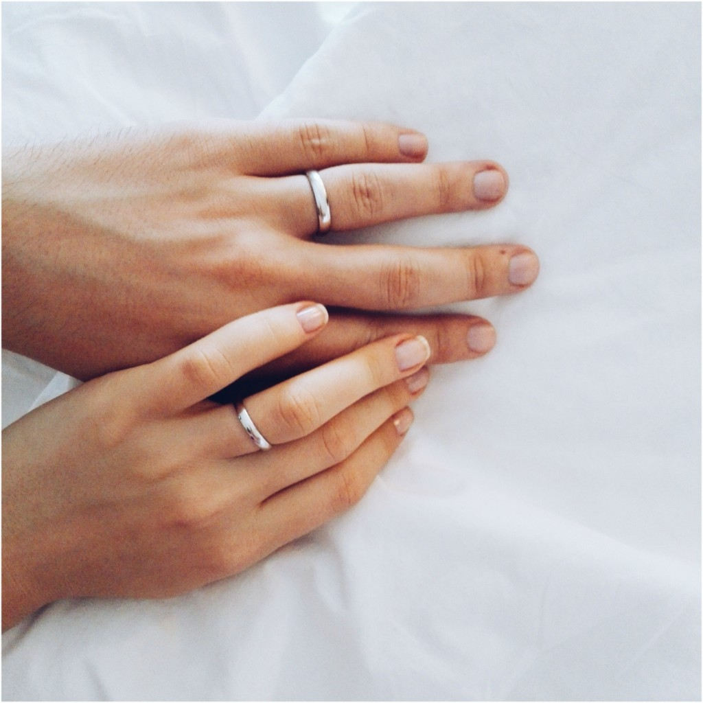 simple-white-gold-wedding-rings