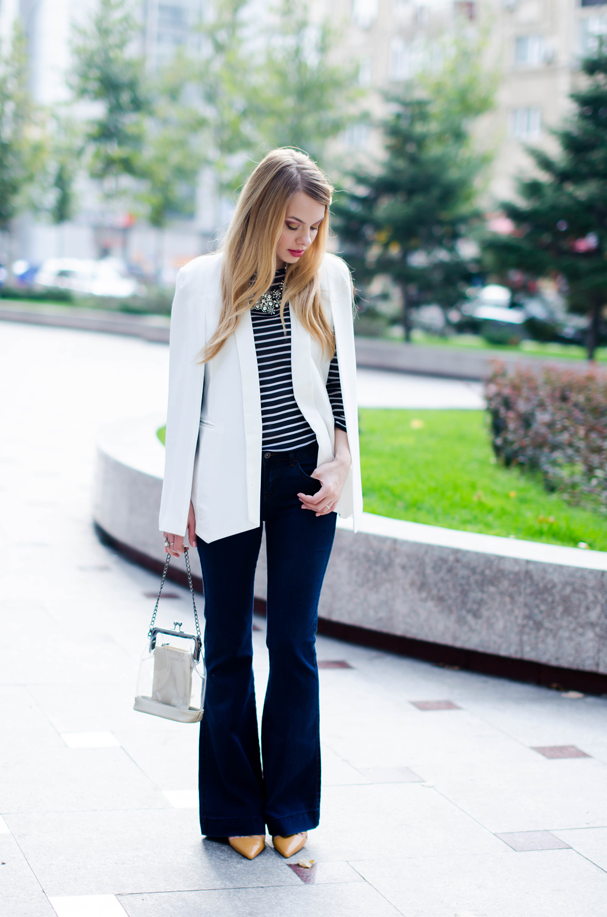 flared-jeans-stripes-white-cape-jacket (3)