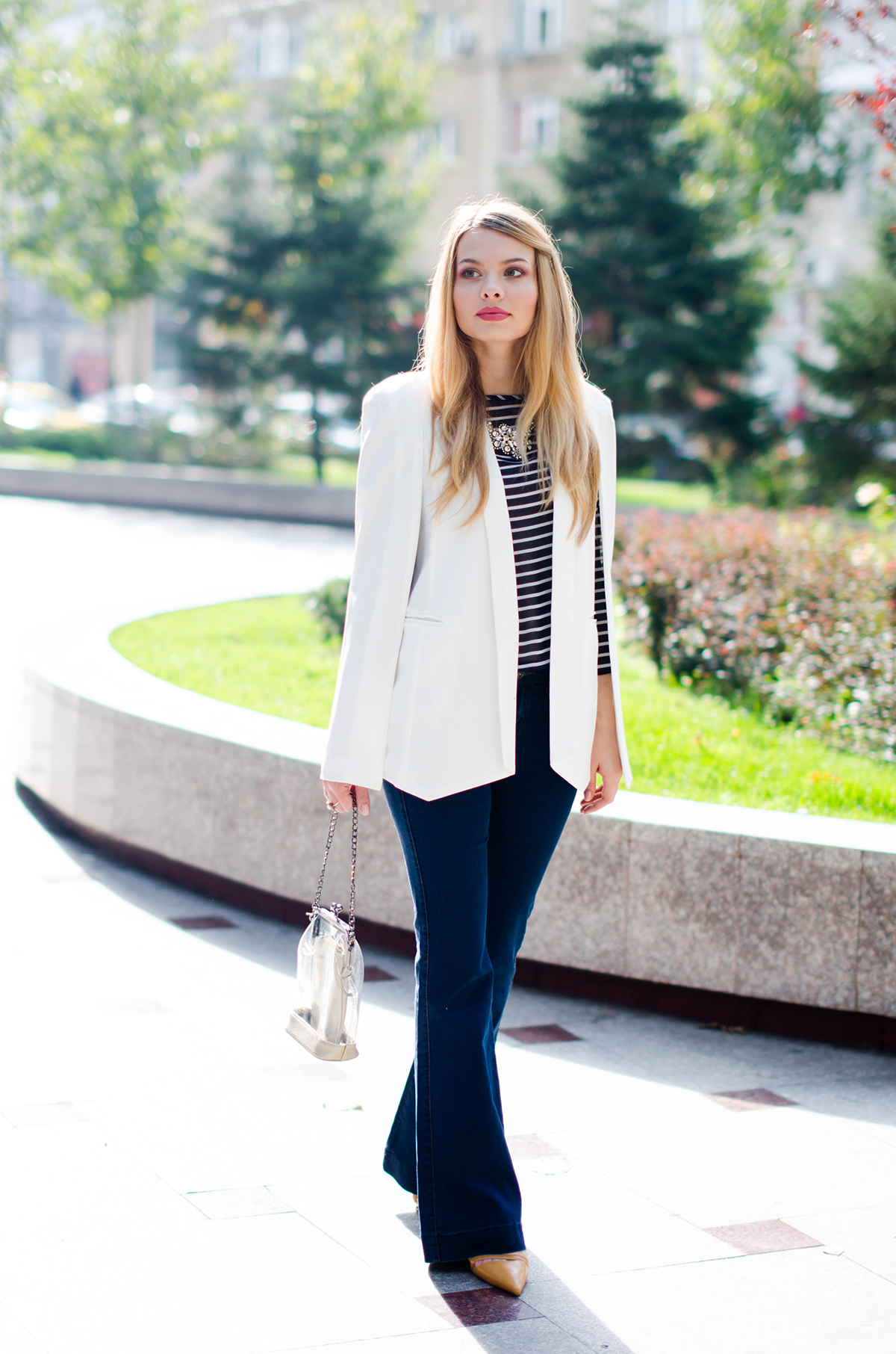 flared-jeans-stripes-white-cape-jacket (5)