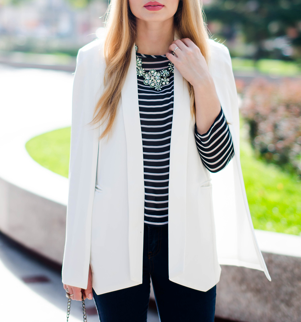 flared-jeans-stripes-white-cape-jacket (6)