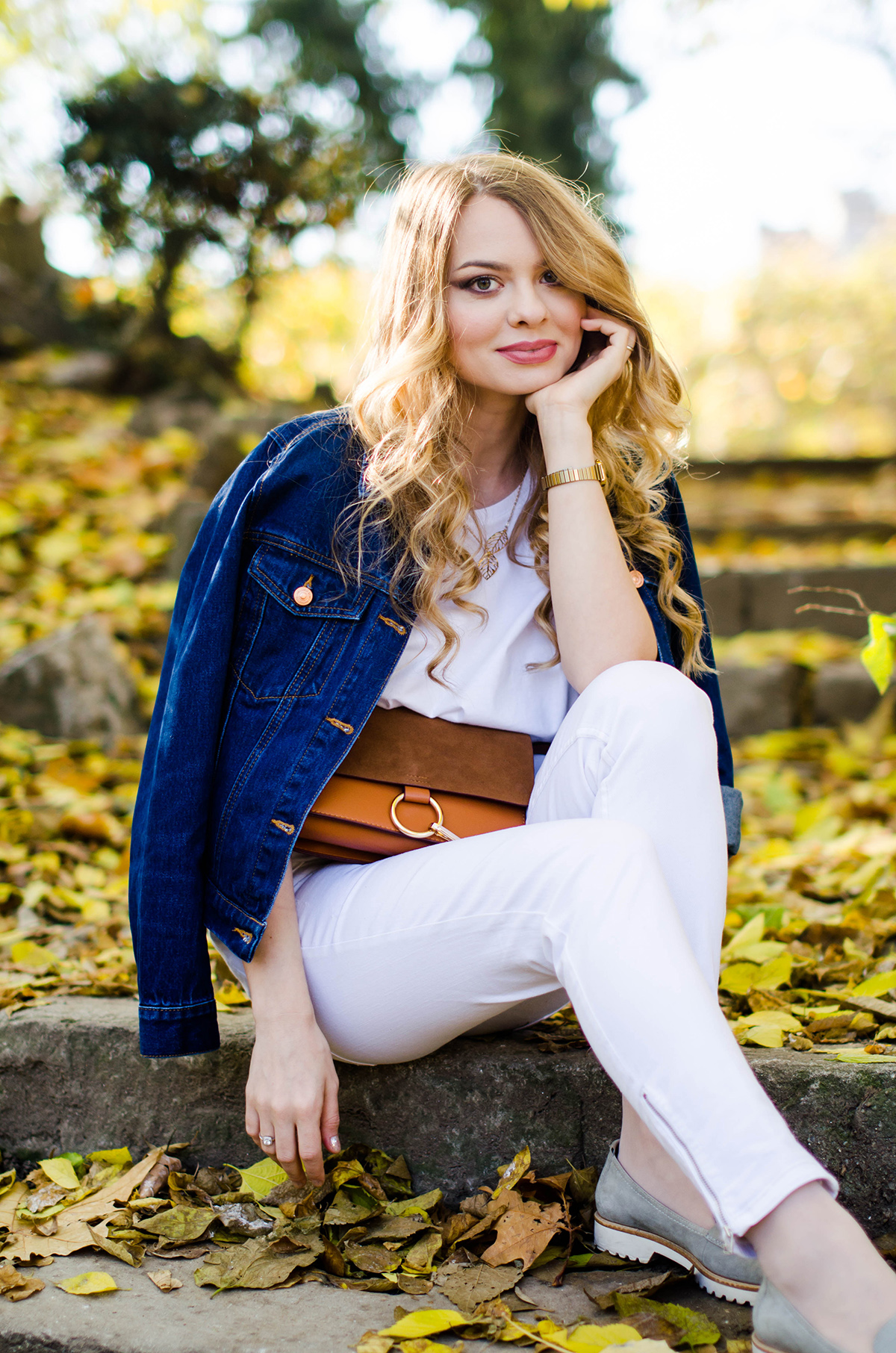 ALL-WHITE-OUTFIT-DENIM-JACKET-CHLOE-BAG-AUTUMN (10)