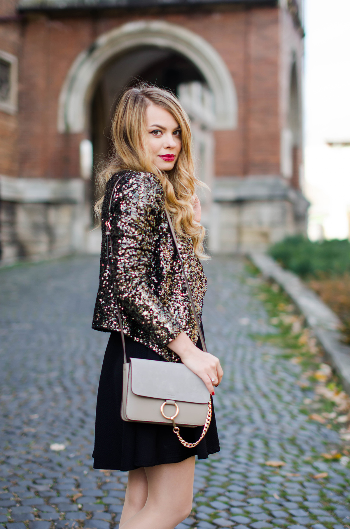 little-black-dress-sequined-blazer-fashion-outfit-pink-wish (10)