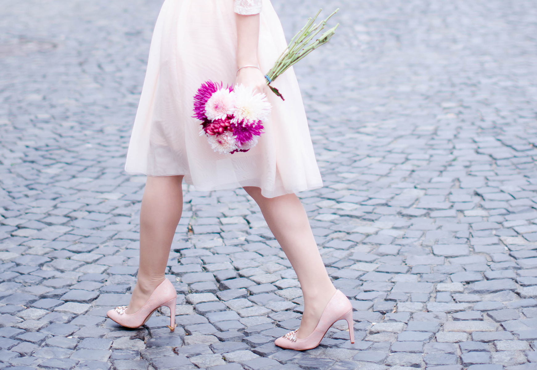 pastel-pink-tulle-skirt-lace-blouse-pink-flowers-feminine-outfit-embellished-pink-heels (13)