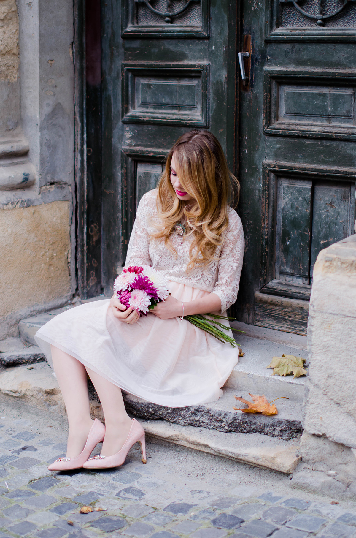 pastel-pink-tulle-skirt-lace-blouse-pink-flowers-feminine-outfit-embellished-pink-heels (14)