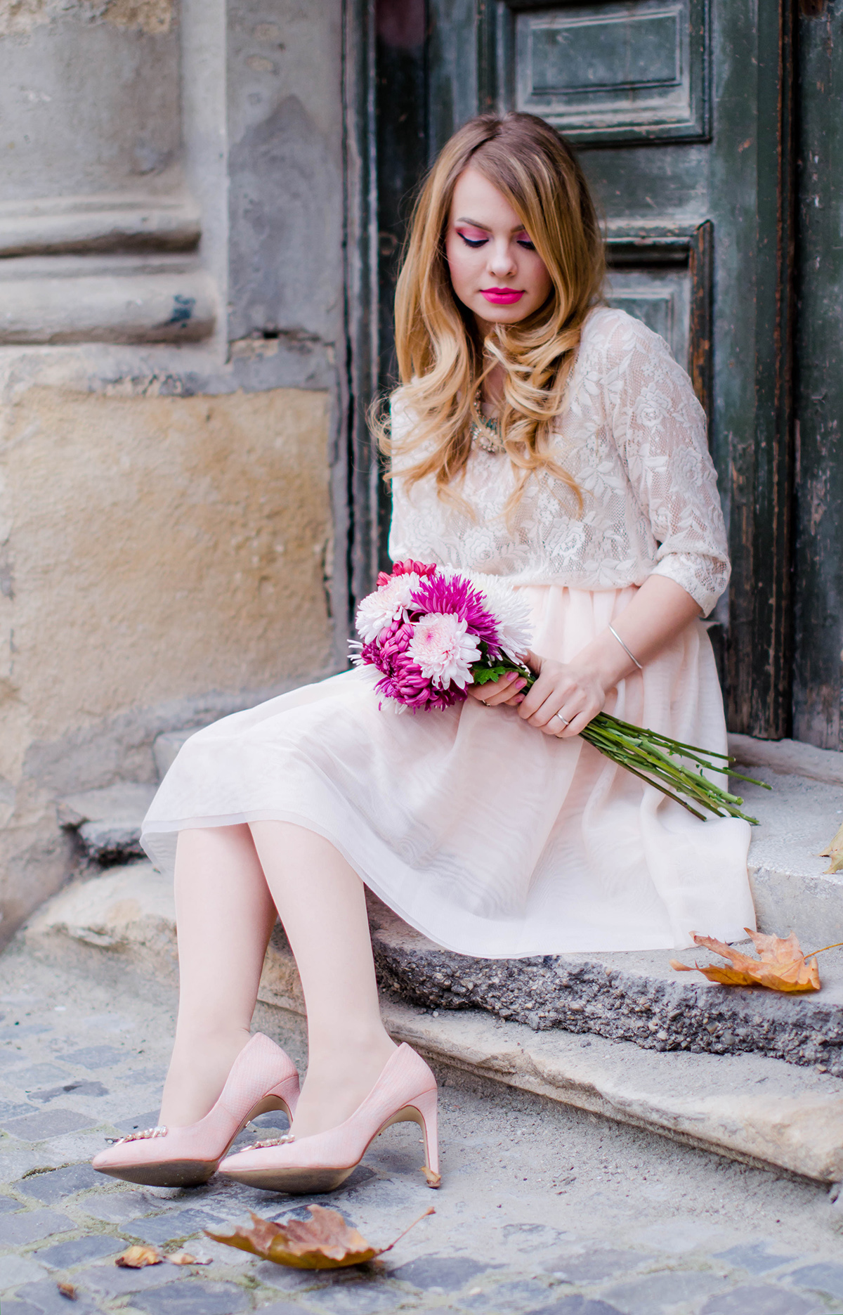 pastel-pink-tulle-skirt-lace-blouse-pink-flowers-feminine-outfit-embellished-pink-heels (15)