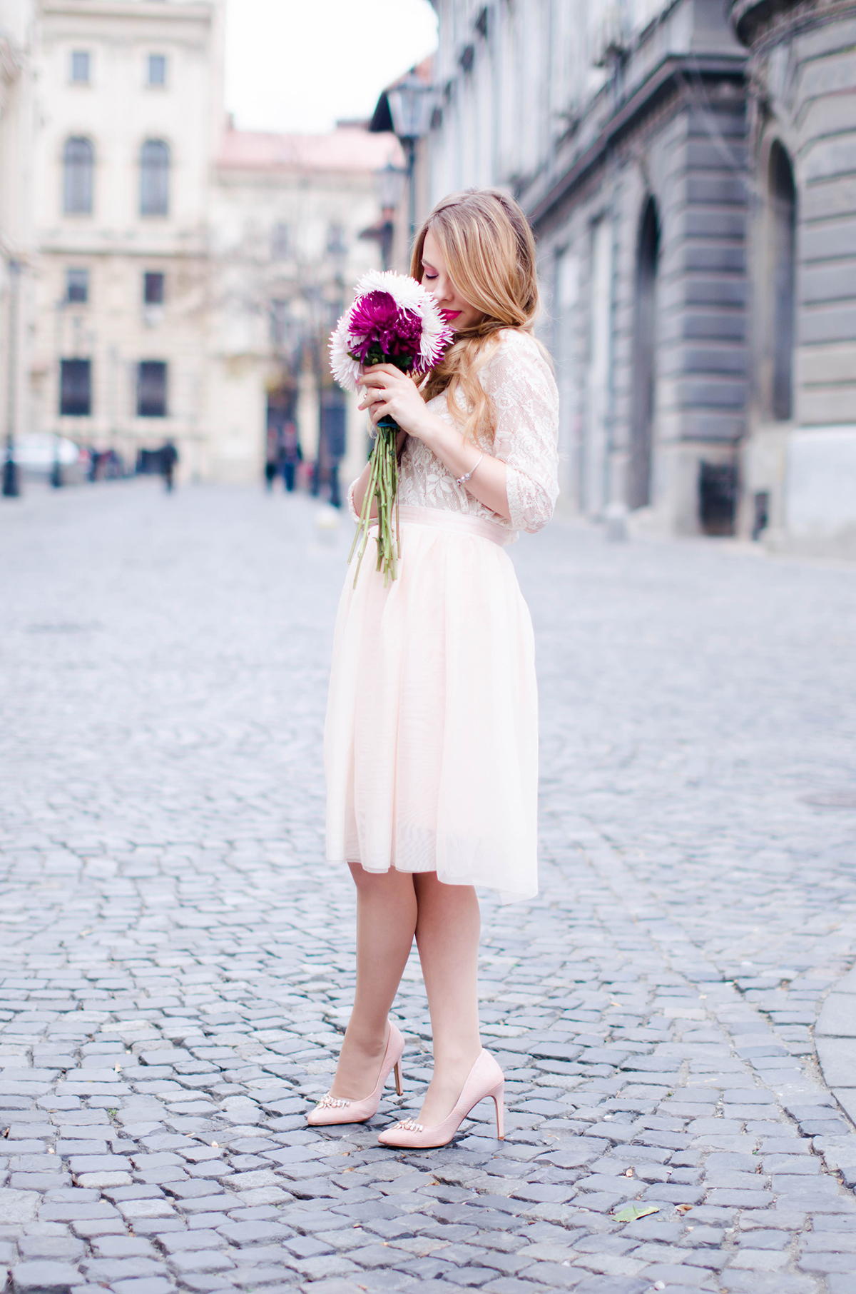 pastel-pink-tulle-skirt-lace-blouse-pink-flowers-feminine-outfit-embellished-pink-heels (2)