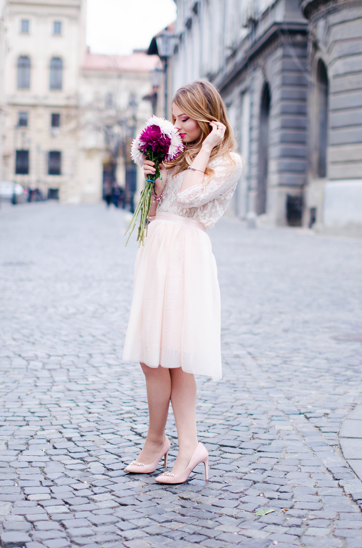 pastel-pink-tulle-skirt-lace-blouse-pink-flowers-feminine-outfit-embellished-pink-heels (3)