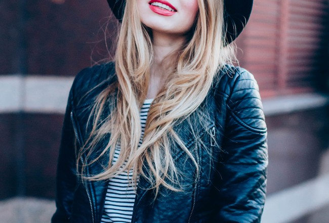 maxi-pink-pleated-skrt-leather-jacket-black-hat-outfit (10)