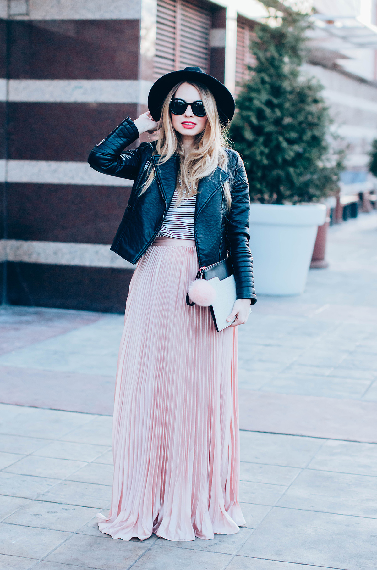 maxi-pink-pleated-skrt-leather-jacket-black-hat-outfit (4)