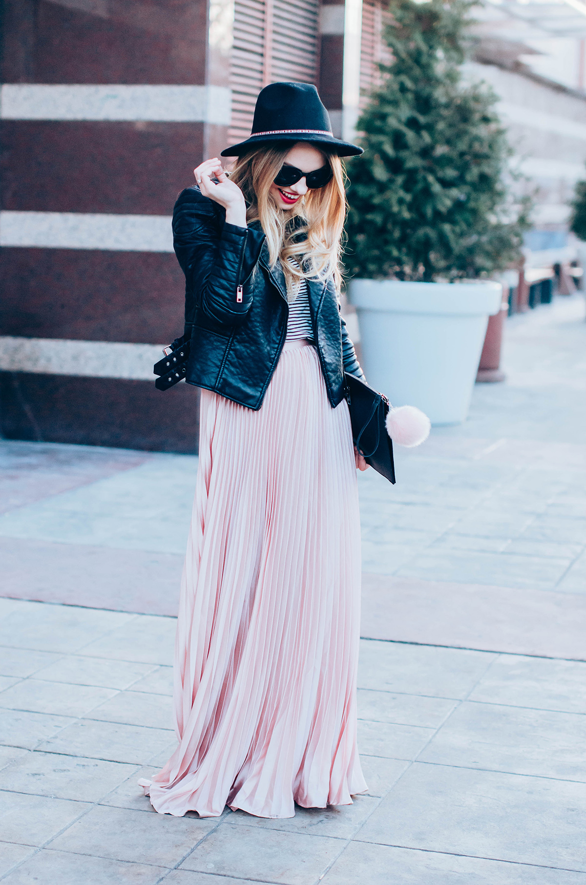 maxi-pink-pleated-skrt-leather-jacket-black-hat-outfit (5)