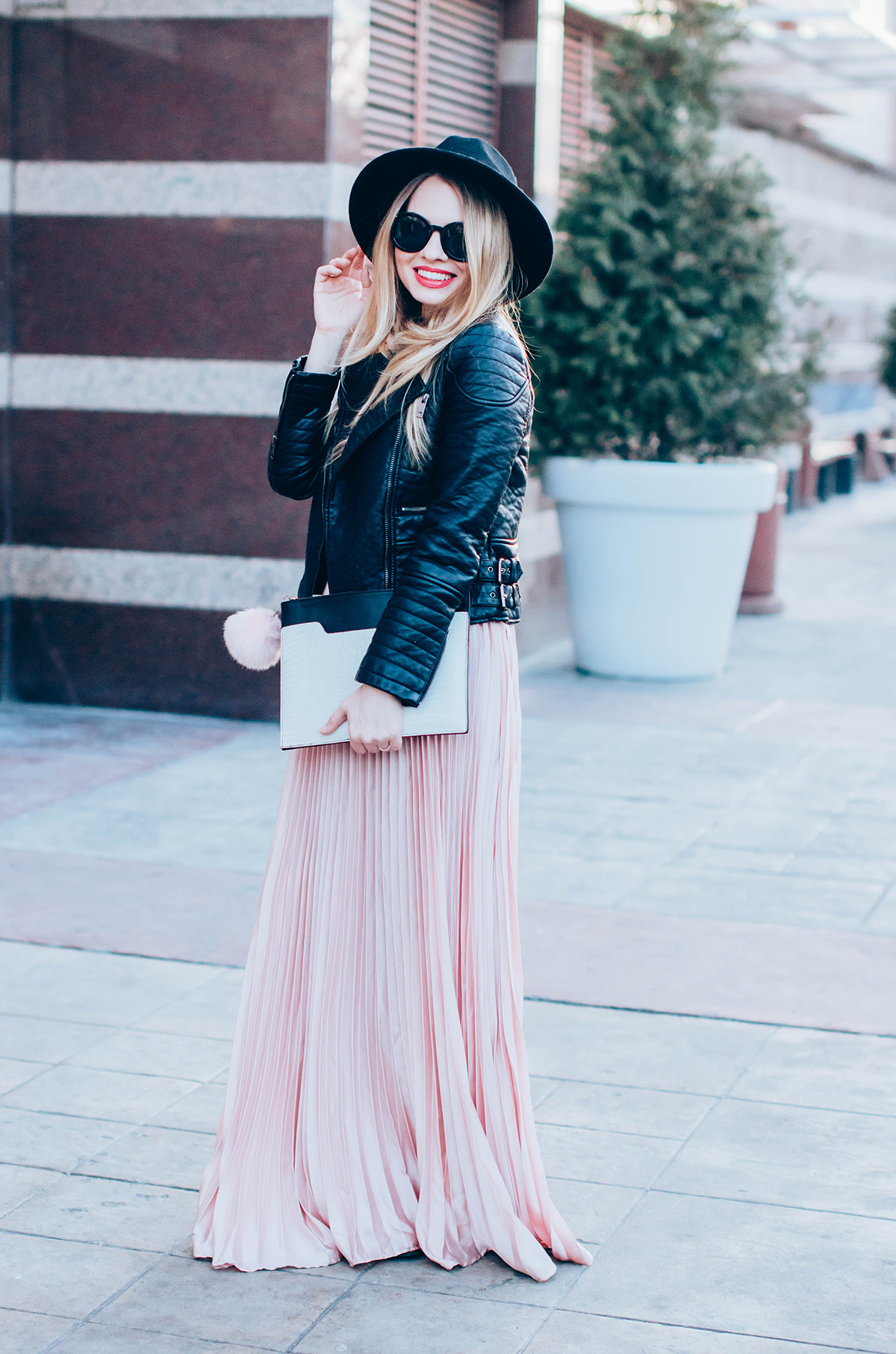 maxi-pink-pleated-skrt-leather-jacket-black-hat-outfit (6)