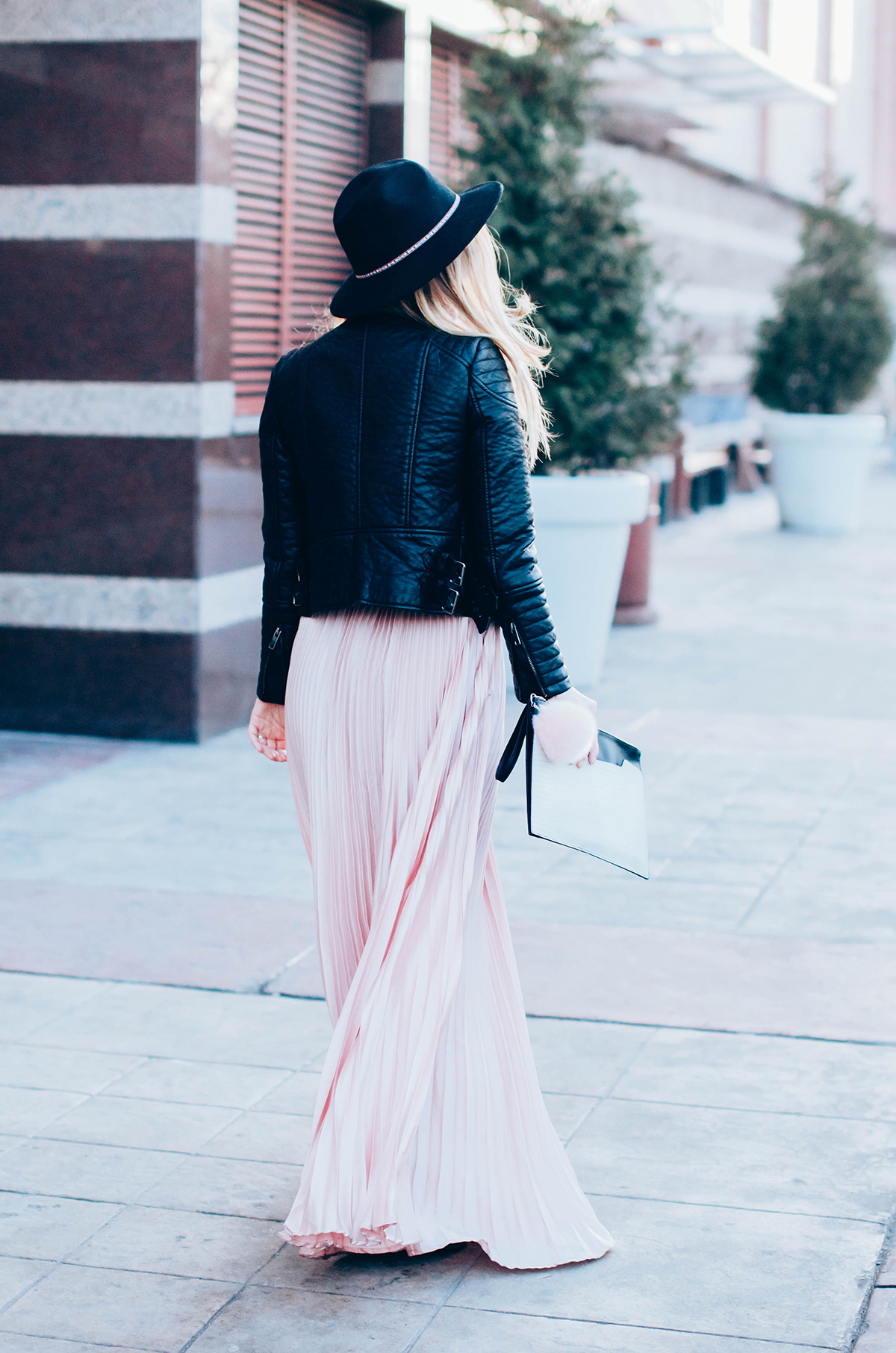 maxi-pink-pleated-skrt-leather-jacket-black-hat-outfit (7)