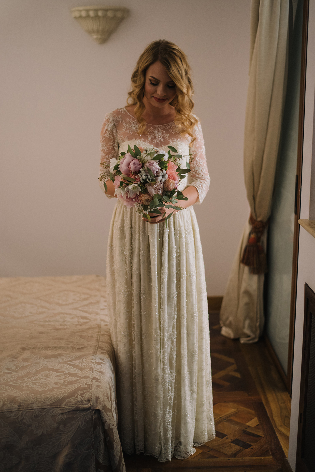vintage-inspired-lace-wedding-dress-radu-benjamin (10)