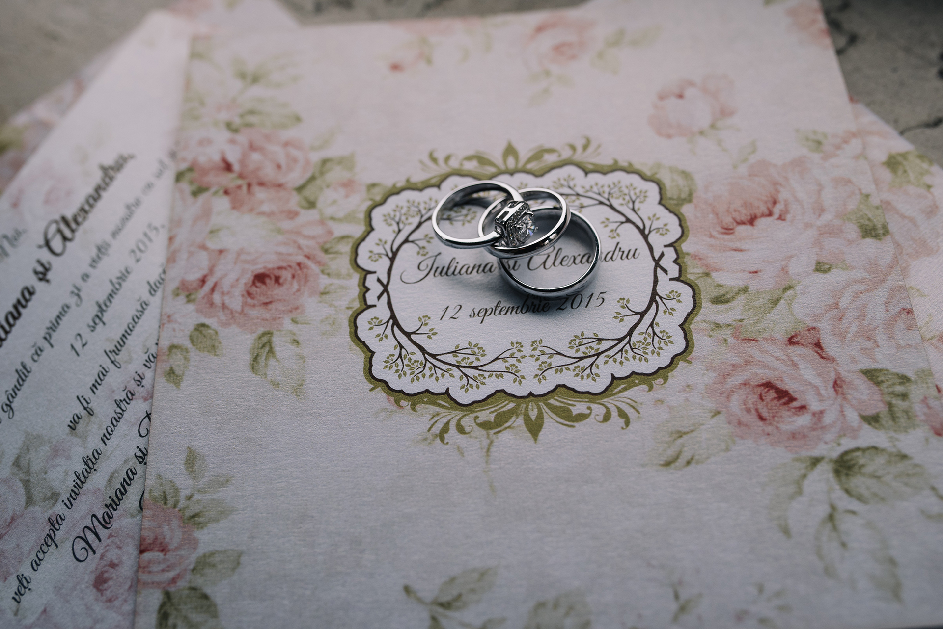 vintage-inspired-roses-wedding-invitation