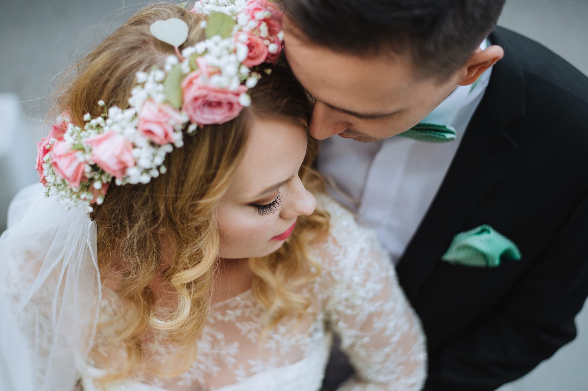vintage-inspired-wedding-pink-roses-crown-peonies-bouquet-lace-and-tulle-dress (2)