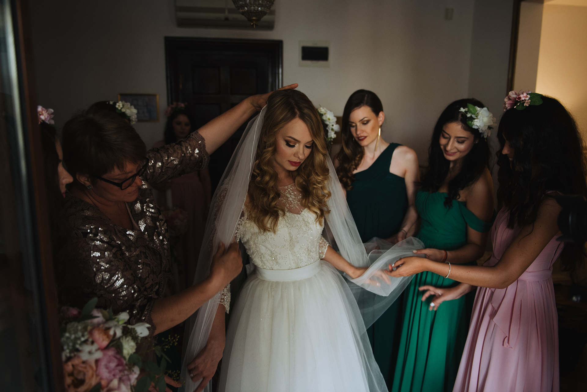 wedding-pink-and-green-bridesmaids-dresses-tulle-and-lace-wedding-dress (5)