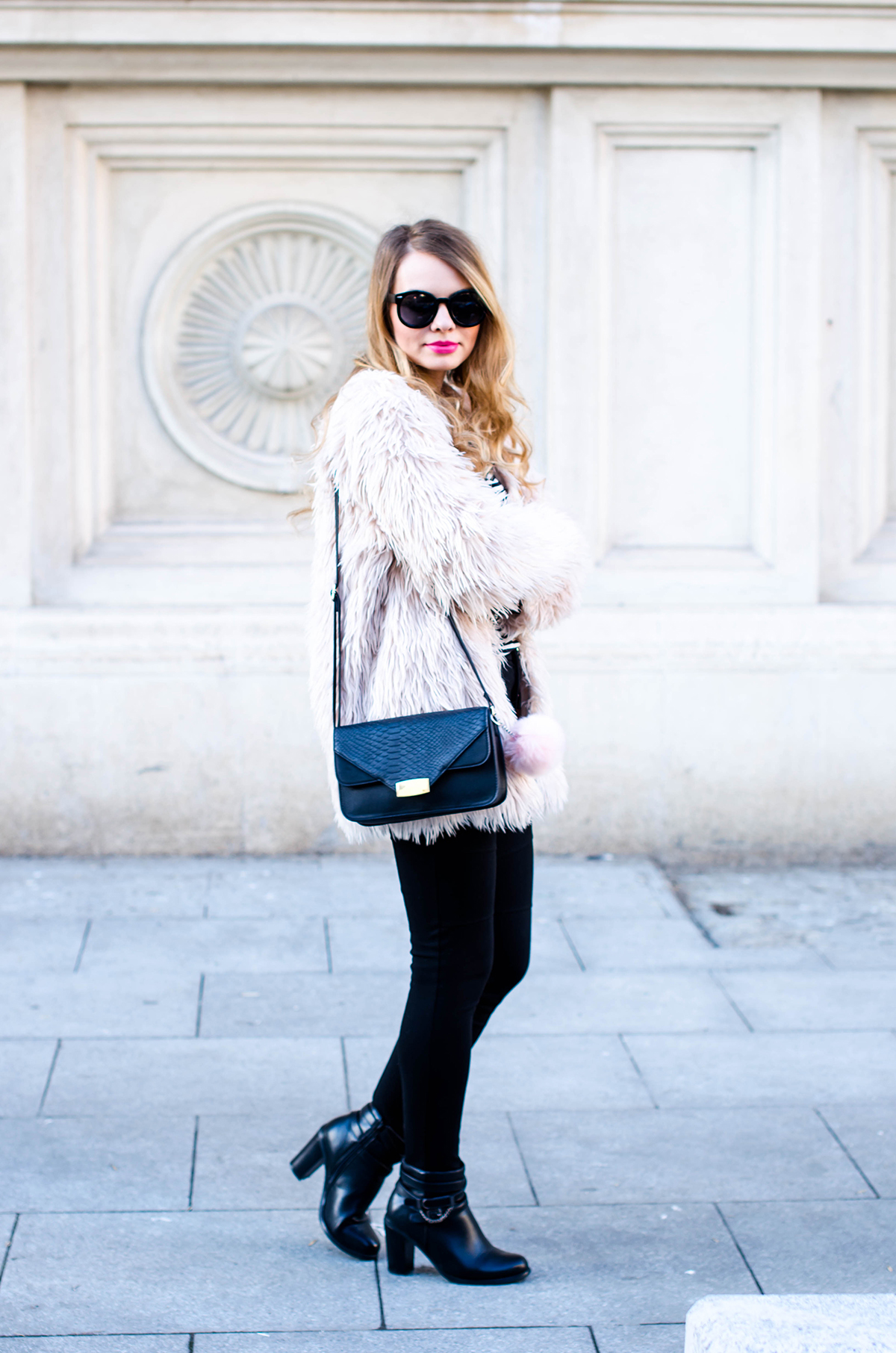 pink-fur-coat-black-pants-ankle-boots (4)