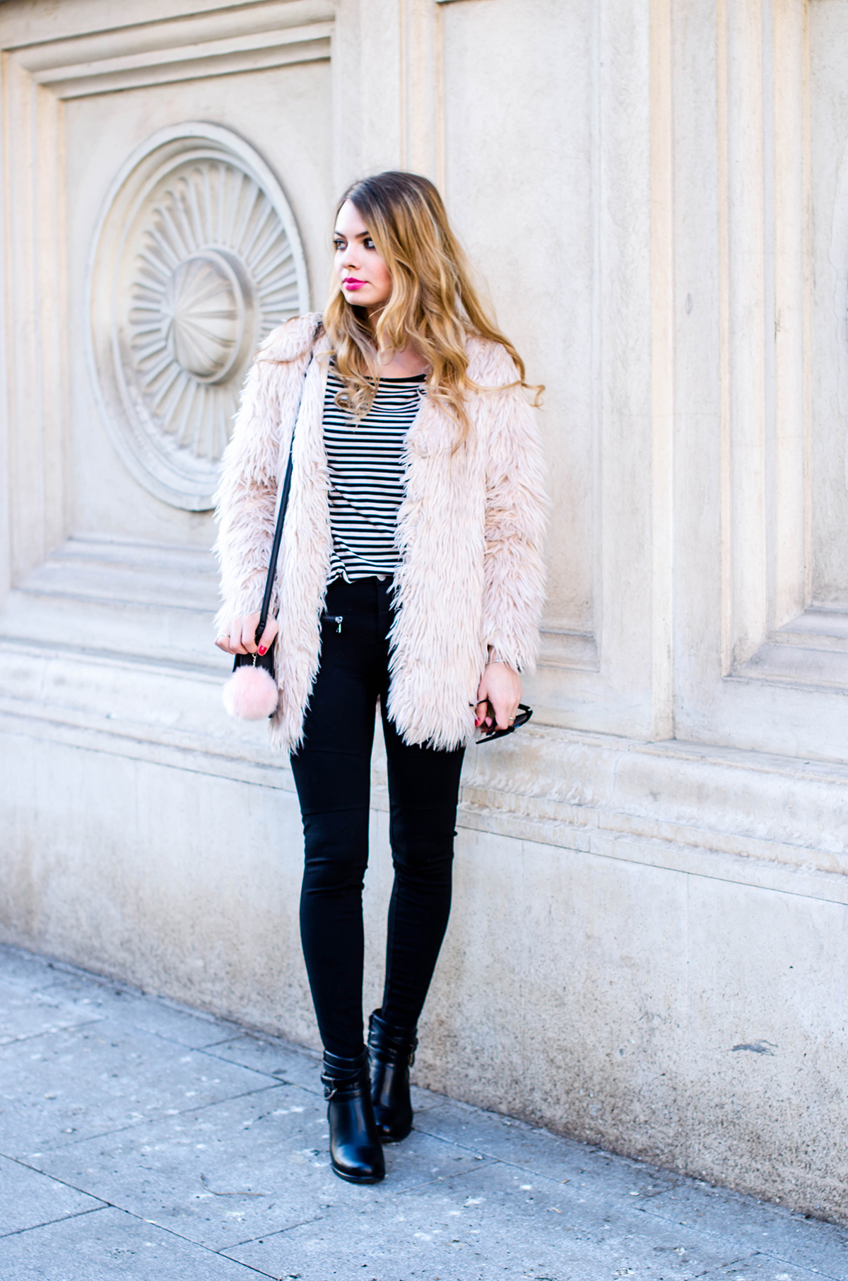 pink-fur-coat-black-pants-ankle-boots (5)