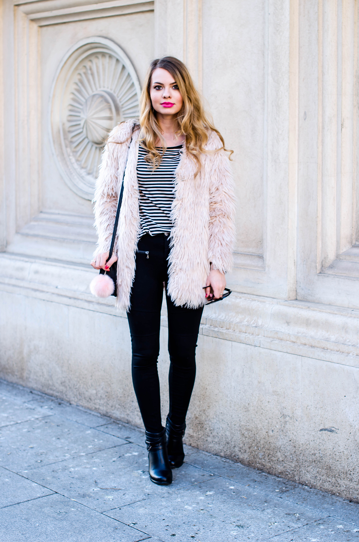 pink-fur-coat-black-pants-ankle-boots (6)