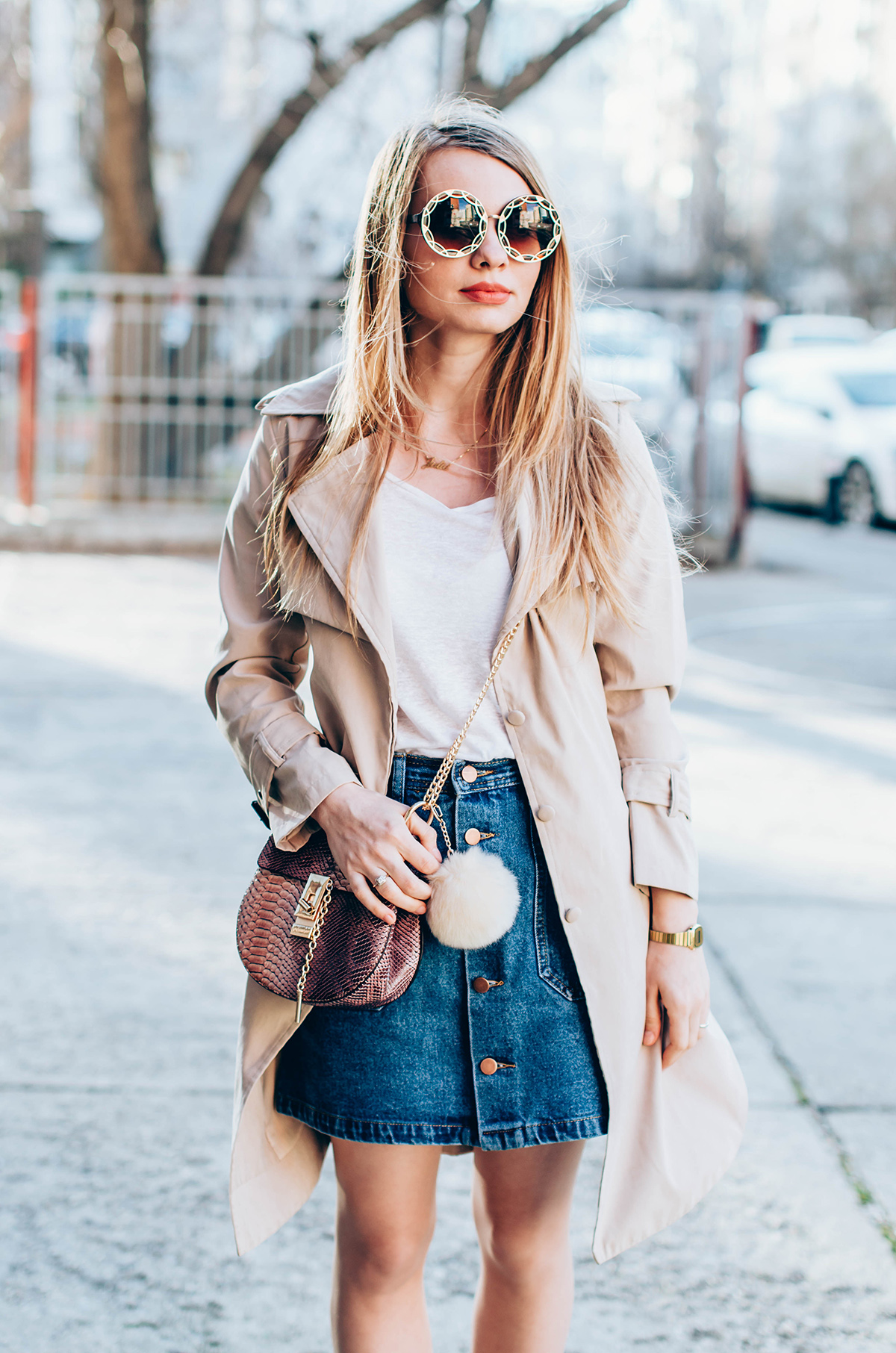 shein-buttoned-denim-skirt-trench-coat-outfit-snake-chloe-bag-fur-pom-pom-outfit (2)