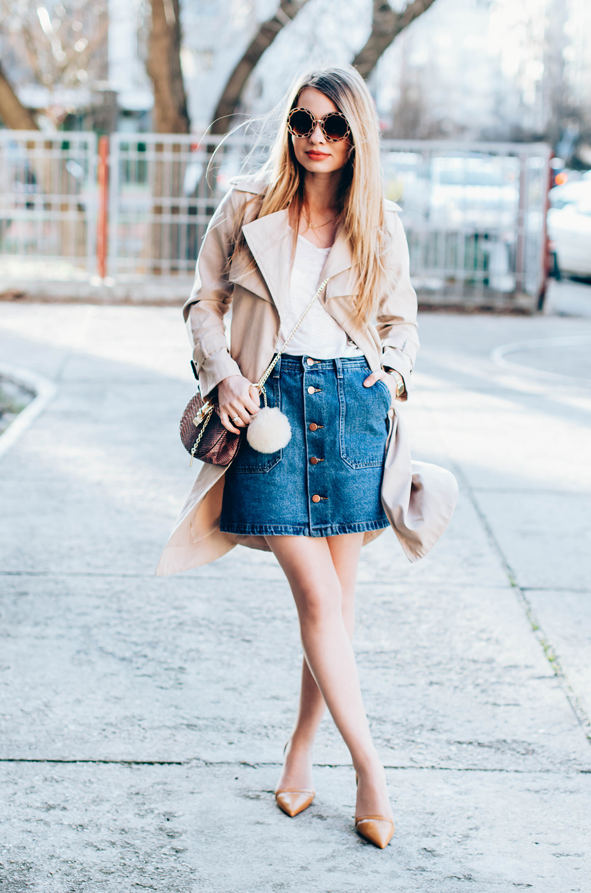 shein-buttoned-denim-skirt-trench-coat-outfit-snake-chloe-bag-fur-pom-pom-outfit (3)