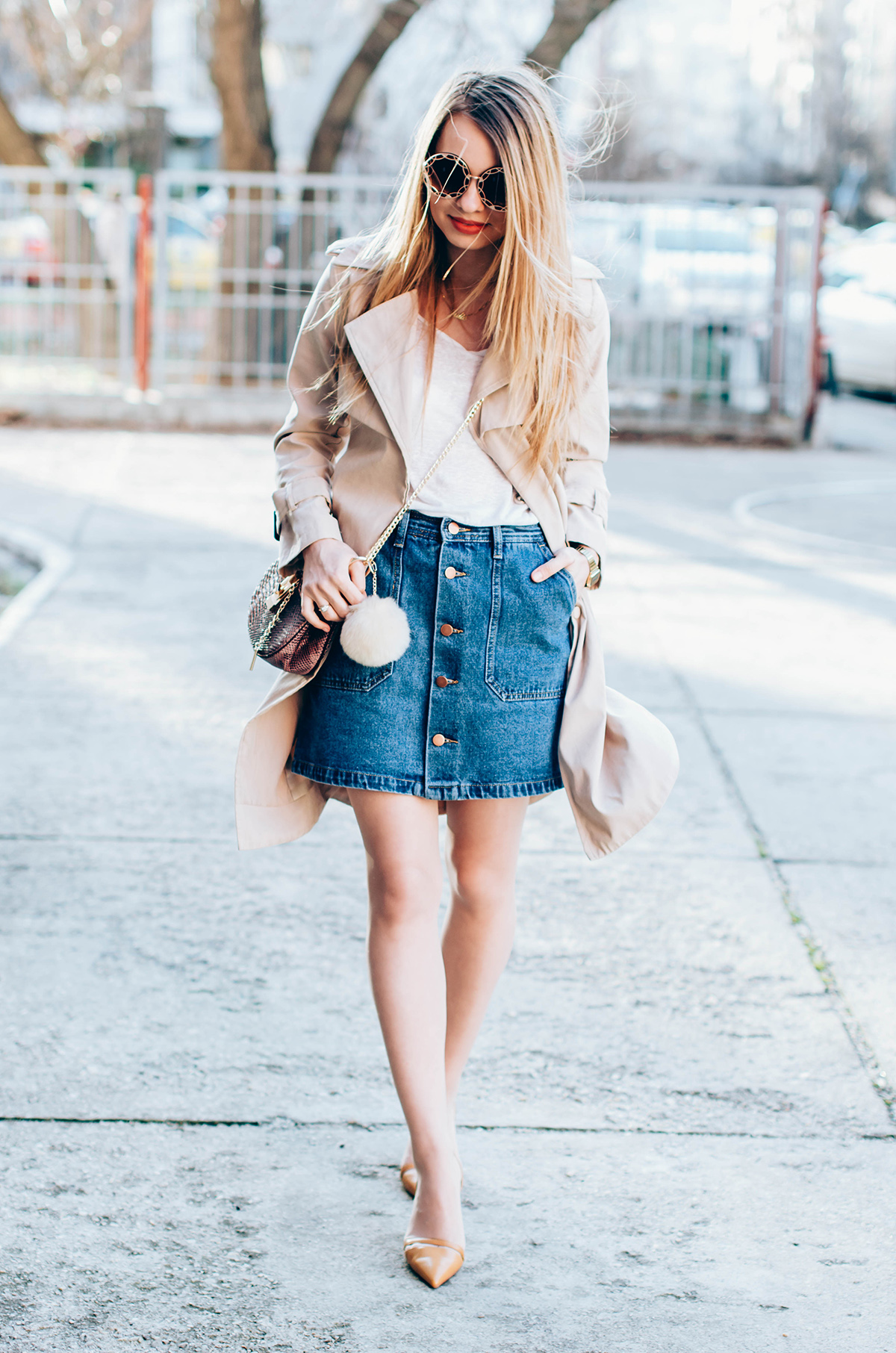 shein-buttoned-denim-skirt-trench-coat-outfit-snake-chloe-bag-fur-pom-pom-outfit (4)