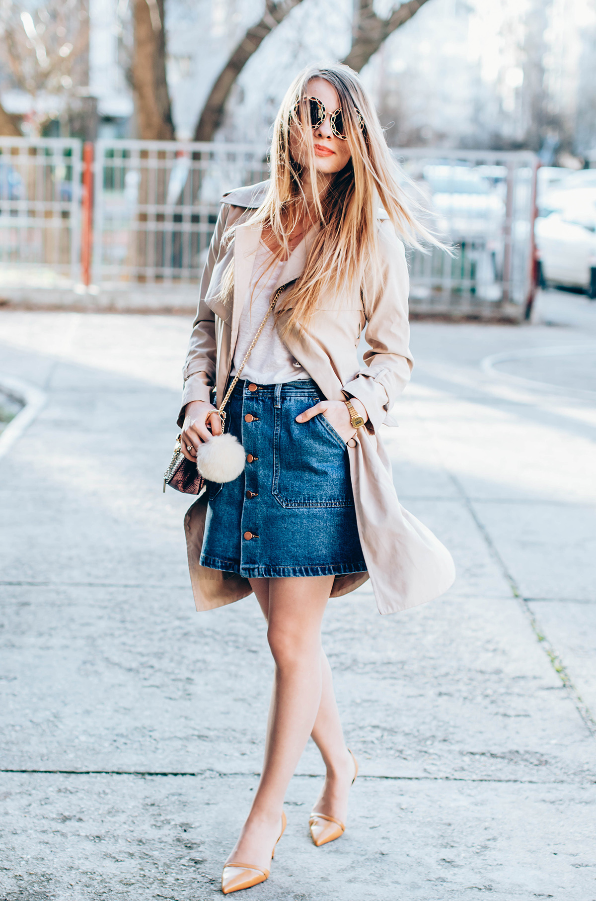 shein-buttoned-denim-skirt-trench-coat-outfit-snake-chloe-bag-fur-pom-pom-outfit (6)