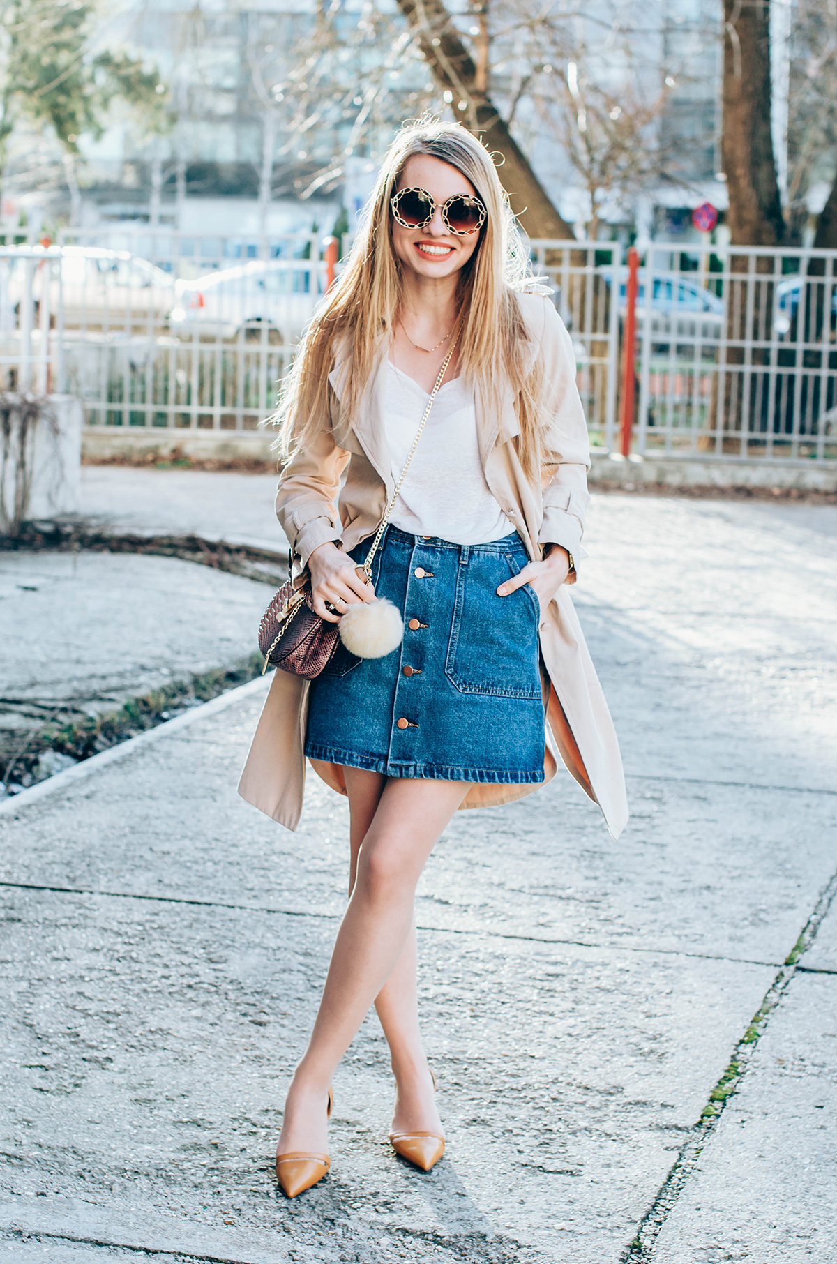 shein-buttoned-denim-skirt-trench-coat-outfit-snake-chloe-bag-fur-pom-pom-outfit (7)