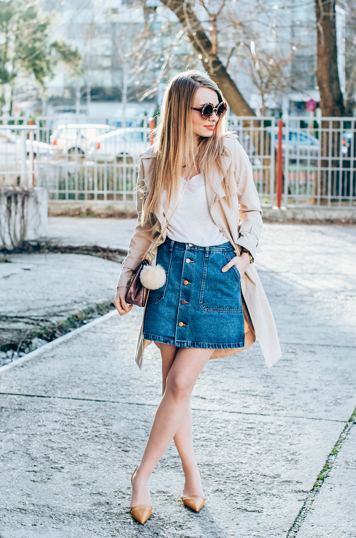 shein-buttoned-denim-skirt-trench-coat-outfit-snake-chloe-bag-fur-pom-pom-outfit (8)